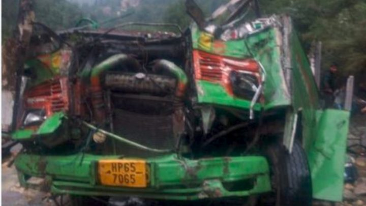 Dozens dead after bus plunges off Indian mountain road