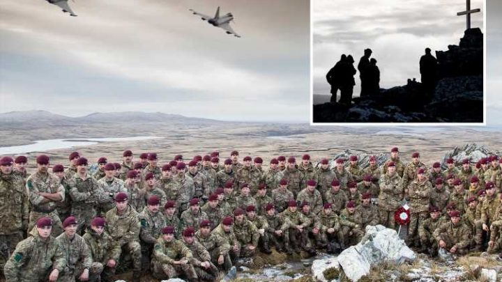 Brit troops pay moving tribute to Falklands heroes by recreating the final march they made during the conflict four decades ago – The Sun