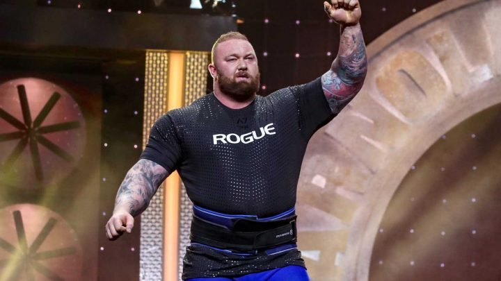 Watch the Mountain Knock Out a Couple of 805-Pound Deadlifts