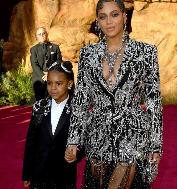 Beyonce & Blue Ivy Just Won The 'Lion King' Premiere By Wearing Matching Sparkly Outfits