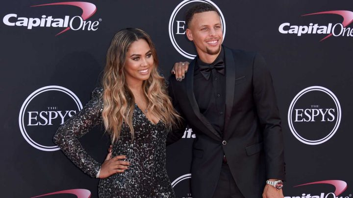 Stephen Curry defends Ayesha Curry's panned Milly Rock dance: 'Slow news day today, I see'