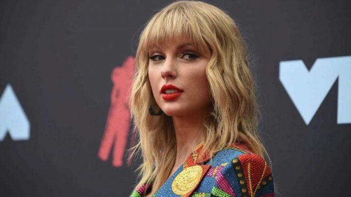 Taylor Swift kicks off 2019 VMAs