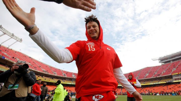 Fantasy football 10-team, 2-QB PPR mock draft: Mahomes' value spikes dramatically