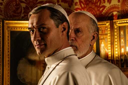 """Jude Law Donned """"Smallest Costume I Was Ever Given"""" For Paolo Sorrentino's 'The New Pope': A Napkin – Venice"""