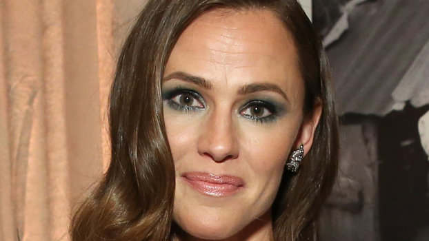 Jennifer Garner's Pleated Gown Is Giving Us Major Athena Vibes