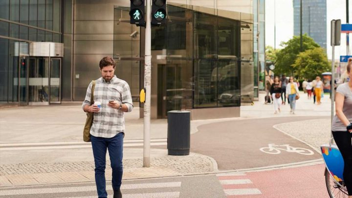 Texting while walking is not as deadly as you'd think