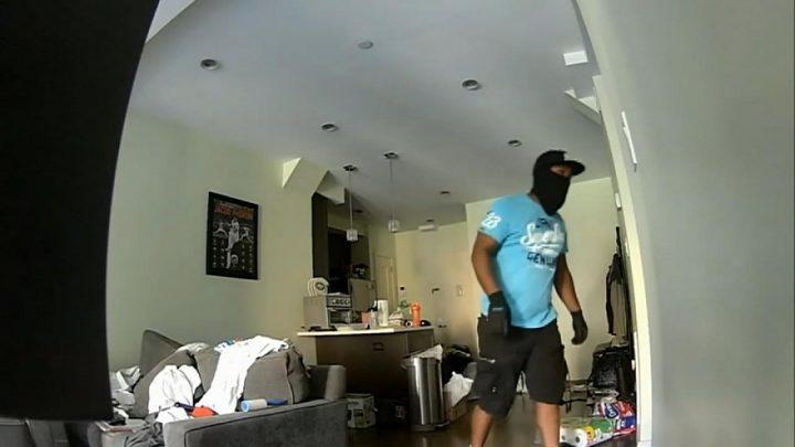 Brazen burglary of Fox News employee's New York City apartment caught on camera