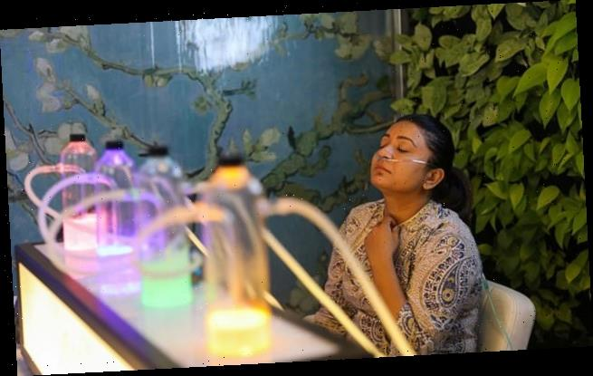 Delhi bar offers hits of clean OXYGEN in world's most polluted city