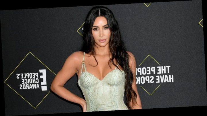 Kim Kardashian Looked Minty Fresh in Versace at the People's Choice Awards