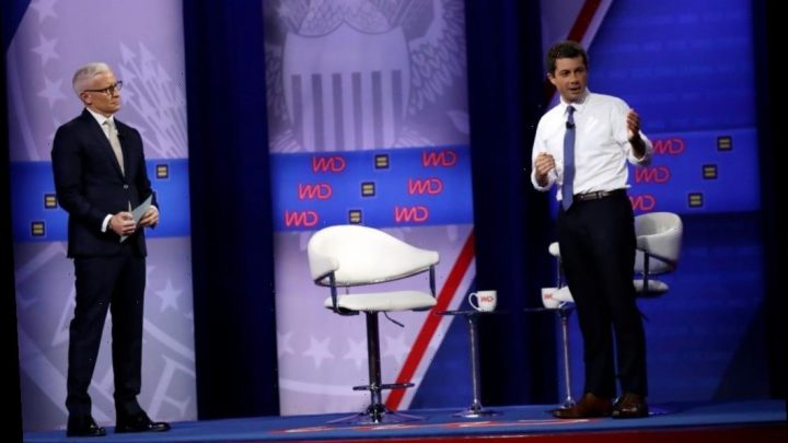 """CNN Sets Town Halls For """"Closing Arguments"""" With Candidates Before Iowa Caucuses"""