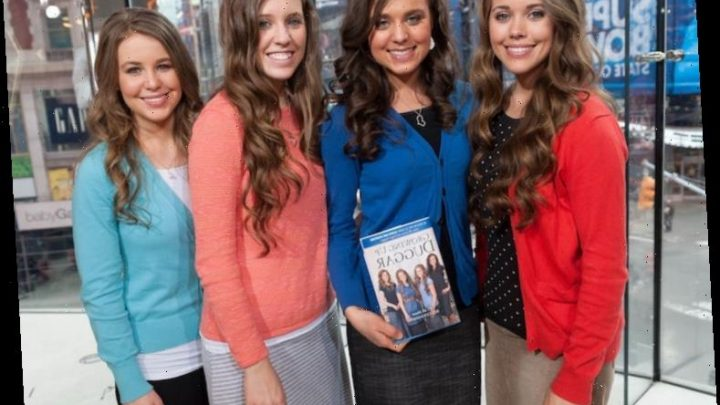 'Counting On': Jill and Jessa Duggar's Past Wedding Invitations Have Fans Cringing