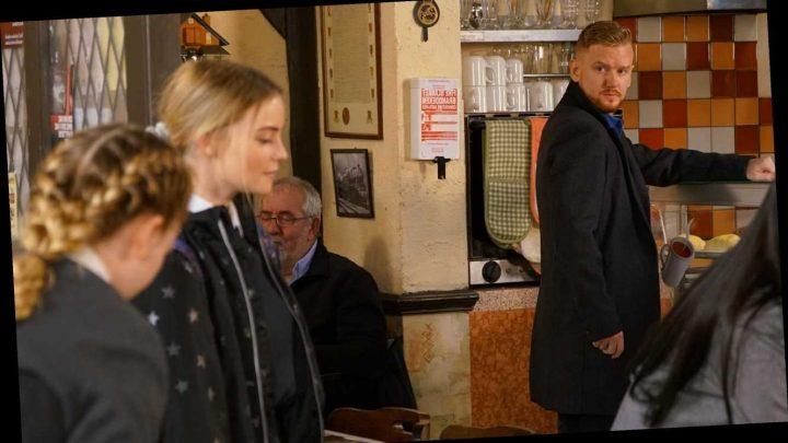 Coronation Street spoilers: Gary Windass shocked as Rick Neelan's daughter Kelly arrives in Weatherfield
