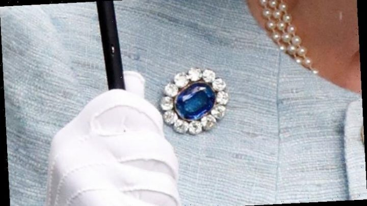 Queen brooch: The hidden meaning behind this sweet gift worn for one Royal Wedding