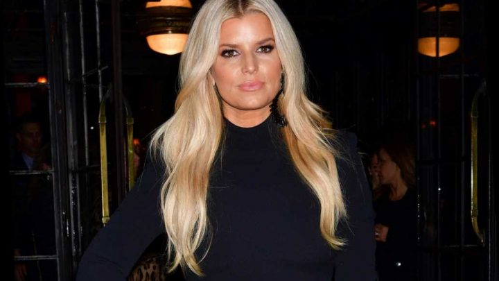 Jessica Simpson shows off rock-hard abs in sports bra