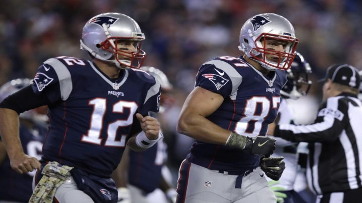 Tampa Bay Buccaneers, Tom Brady tease first photos in full uniform