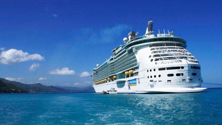Hawaii island considers 'resort bubble' for quarantined tourists