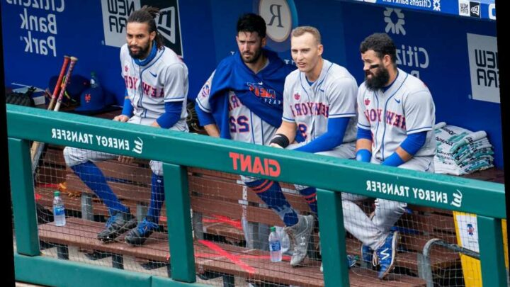 Everything goes wrong for Mets in loss to Phillies