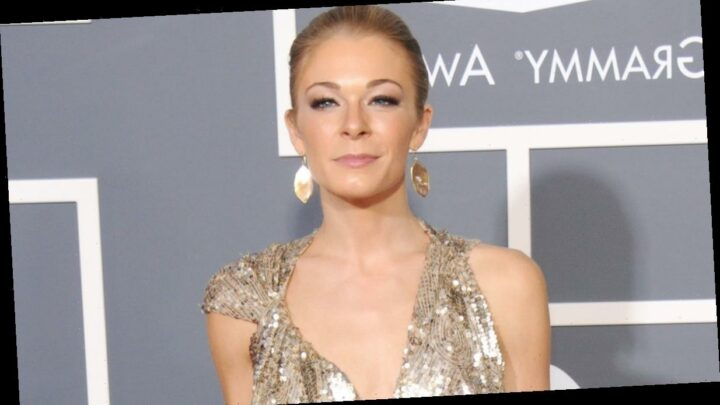 LeAnn Rimes Shows Psoriasis Flare Up In Nude Photos, Pens Essay About Health Struggle