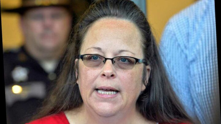 Supreme Court lets lawsuits proceed against anti-gay marriage clerk Kim Davis