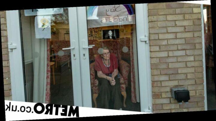 Man captures heartbreaking photos of his mum's battle with dementia in lockdown