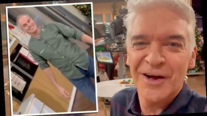 Phillip Schofield tells Phil Vickery to 'back off' as he ignores his request off-camera