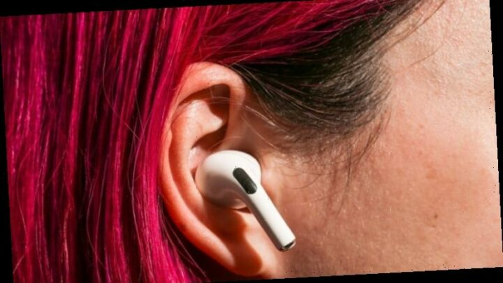 Warning after US man swallows earbud while sleeping