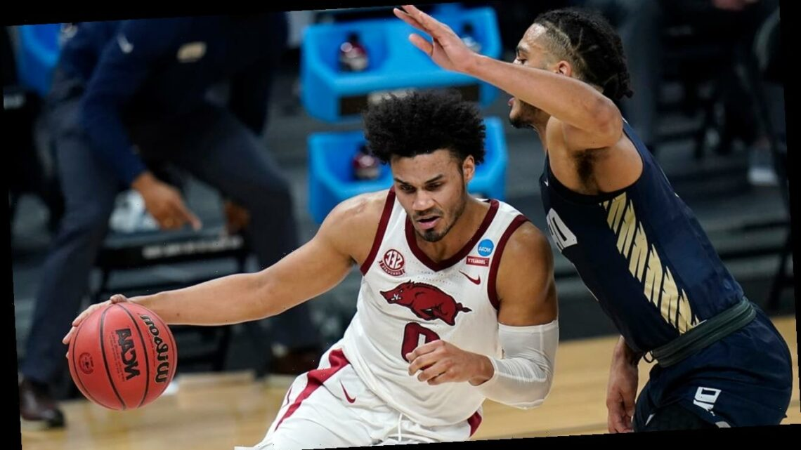 Davis' jumper gives Arkansas 72-70 win over Oral Roberts