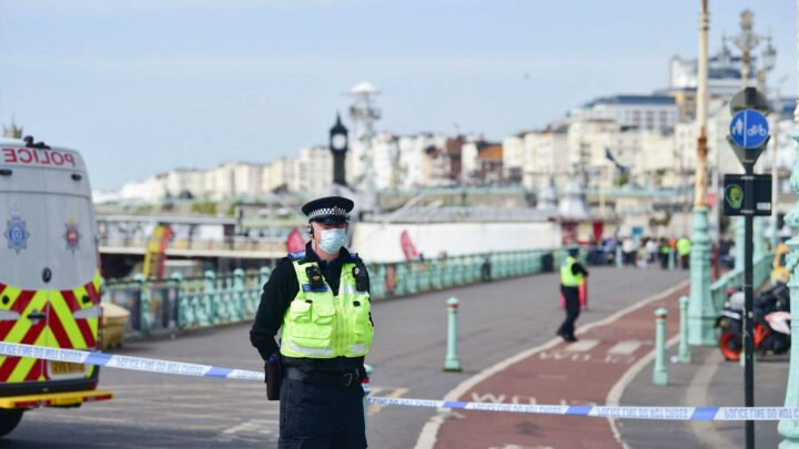 Brighton beach bomb alert: Thousands evacuated in 16C warm spell after 'suspicious device' found