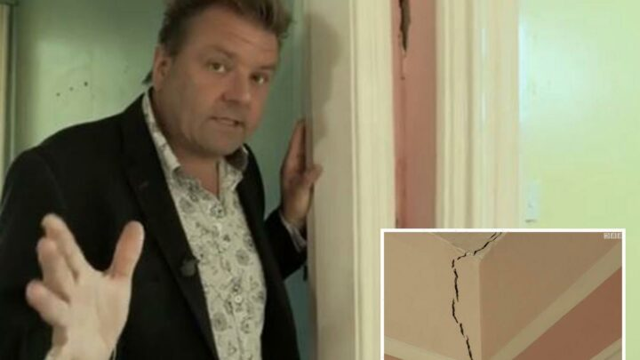 Homes Under the Hammer's Martin Roberts gasps 'oh dear' after noticing major problem with property