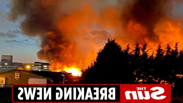 Bradford fire – Homes evacuated and locals told to keep windows closed as factory blaze the size of football pitch rages