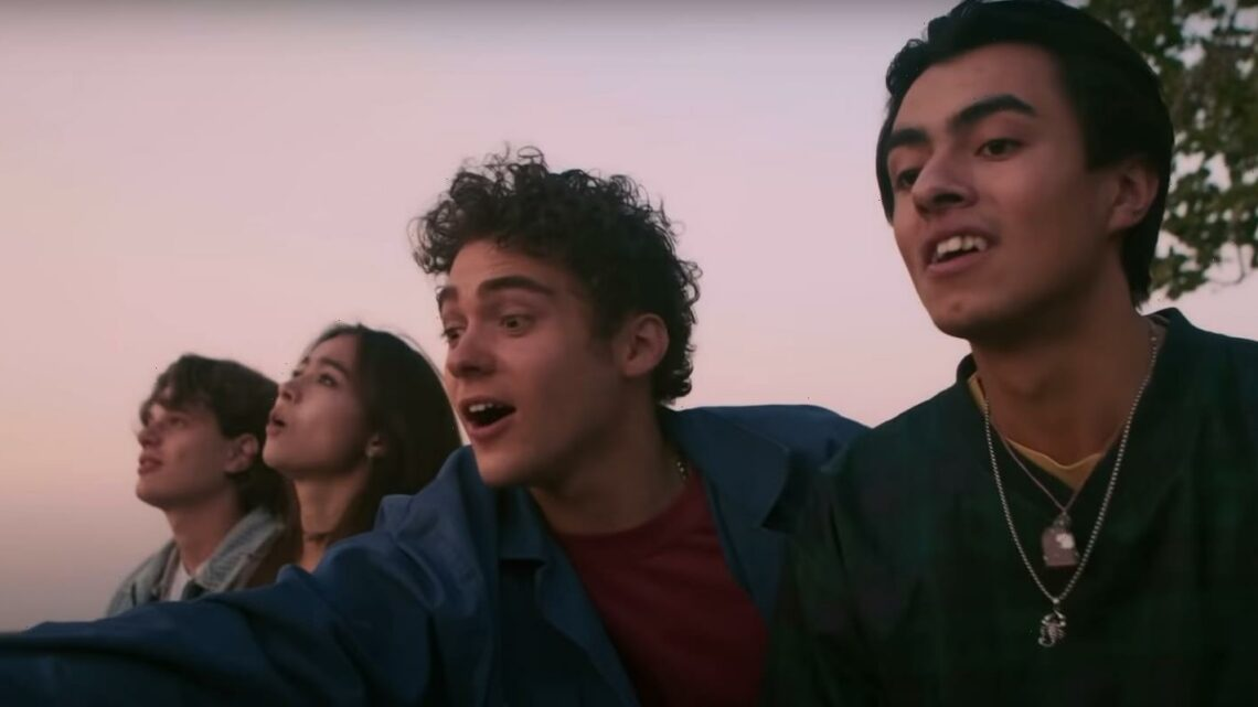 Joshua Bassett Has Fun Night Out With Friends In 'Feel Something' Music Video!