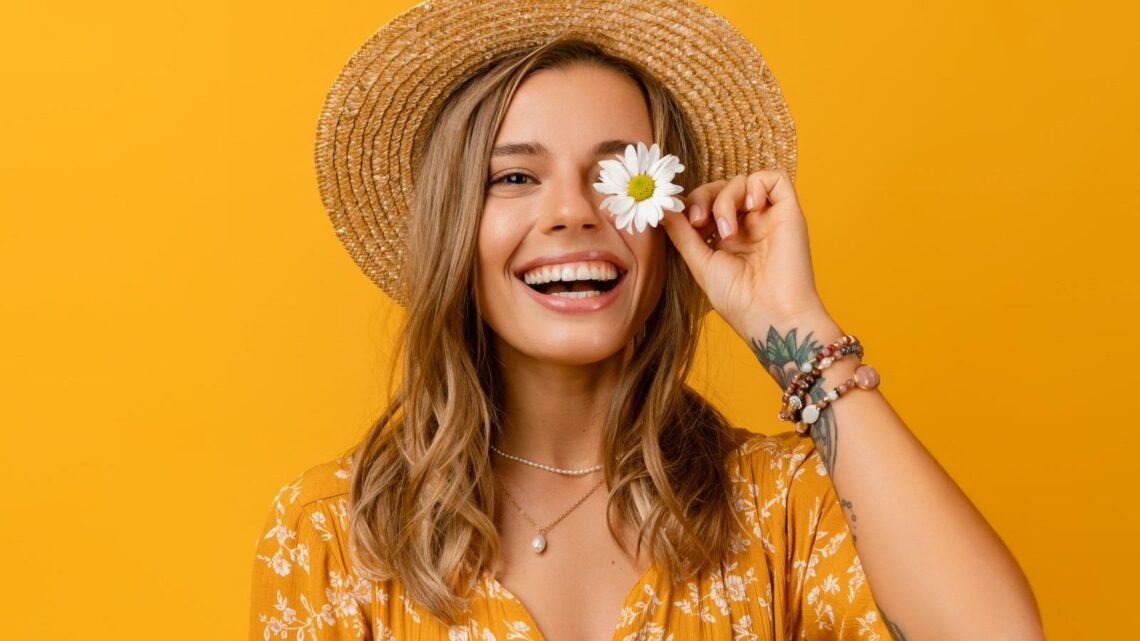 The Best Makeup Looks To Wear With A Yellow Outfit