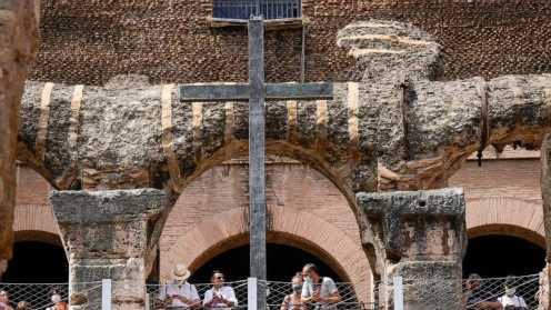 Colosseum tourists can go underground to see 'backstage'