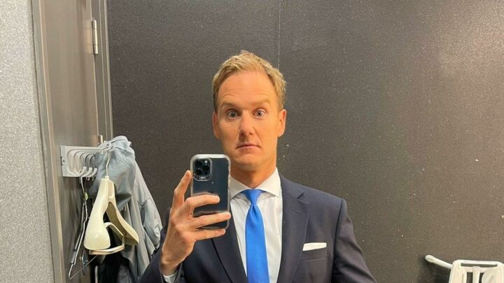 Dan Walker warns BBC Breakfast fans about his suit after 'dressing in the dark'
