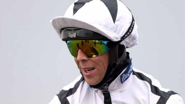 Jockey Ben Curtis to postpone shoulder operation until winter to fight for jockeys title and aims to be back soon