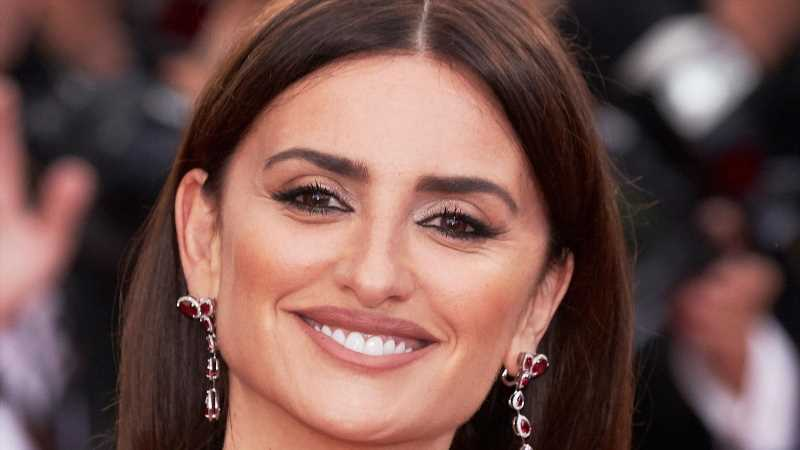 The Foundation That The American Crime Story Makeup Artist Always Used On Penelope Cruz