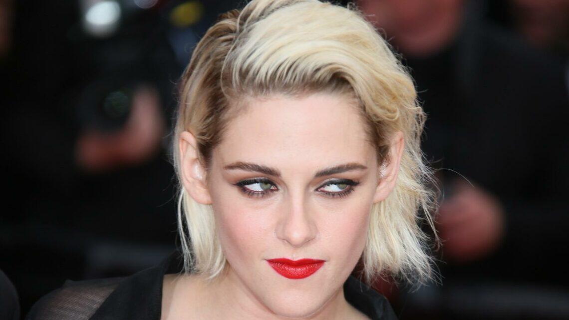 The Setting Powder That Kristen Stewart's Makeup Artist Swears By