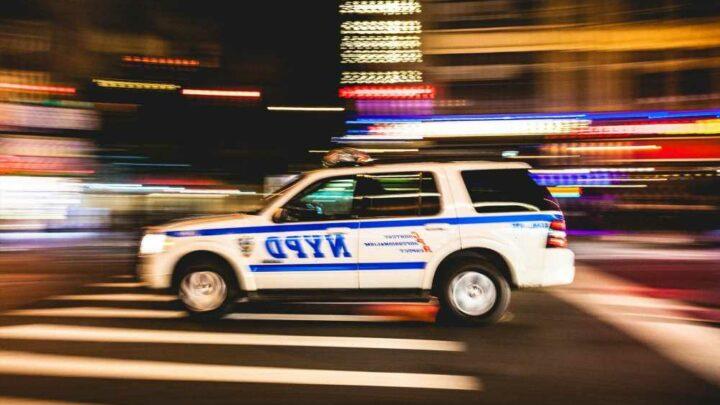 Five suspects rob pedestrian at gunpoint in Hell's Kitchen