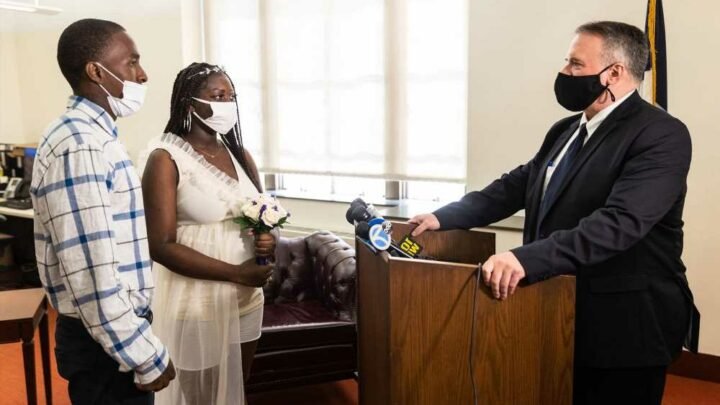 Lovebirds flock to reopened NYC marriage bureau