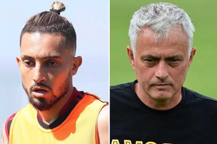 Man Utd 'reject Jose Mourinho's transfer offer to bring Alex Telles to Roma on loan'