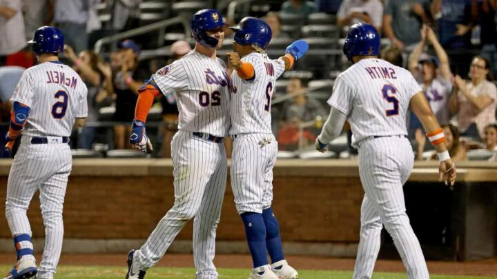 Mets erupt for 10-run inning in rout of Pirates