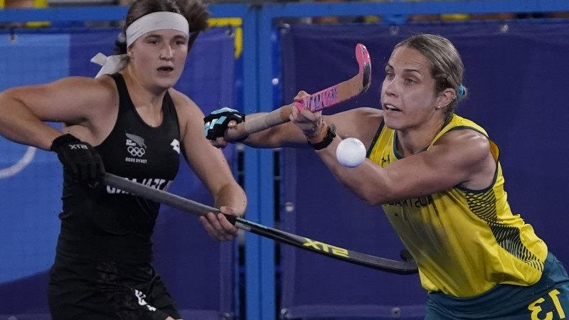 Unbeaten Hockeyroos march on after gritty win over New Zealand