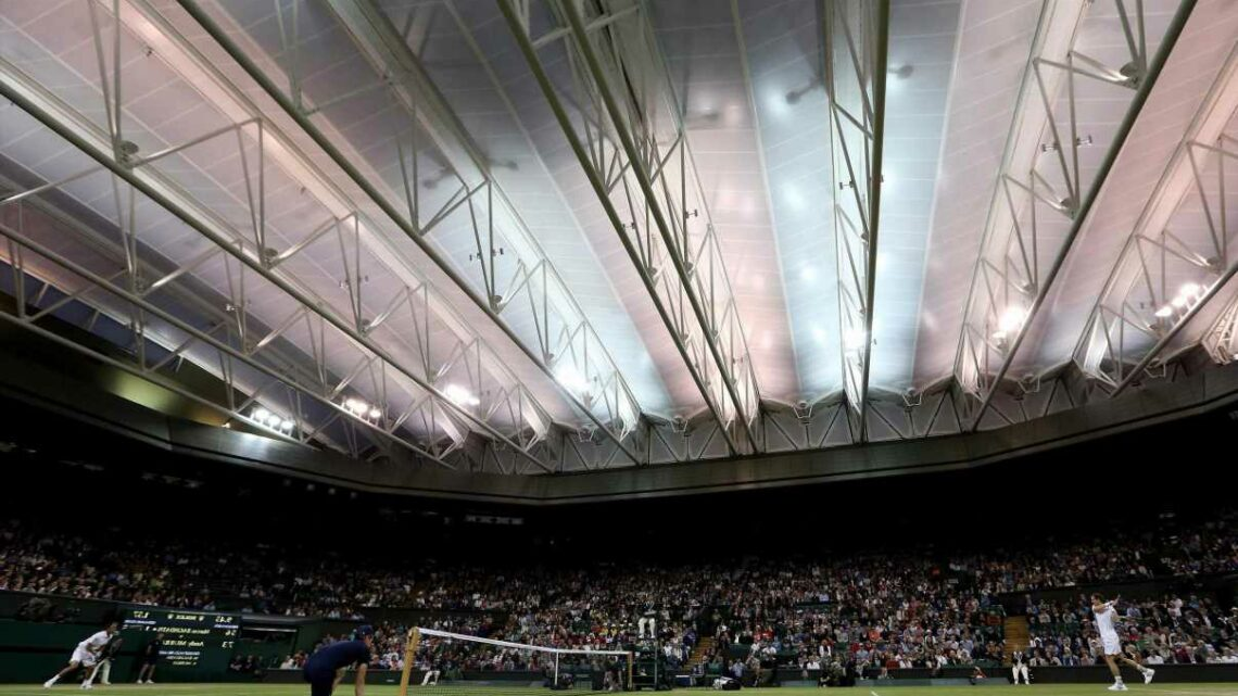 What is the latest play time at Wimbledon, and does the All England Club have a curfew?
