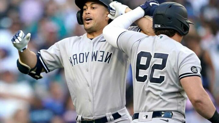 Yankees start key road trip with blowout win over Mariners