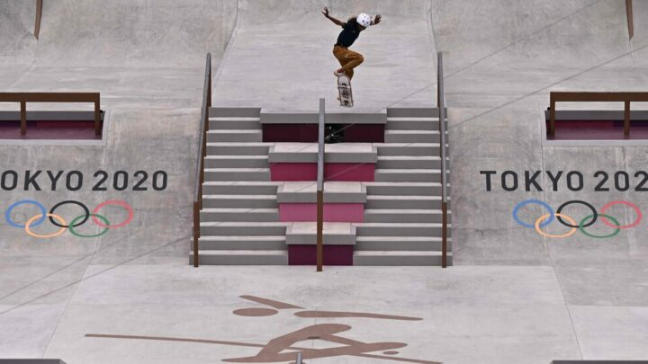 Young skateboarders dominate to advance to the women's street finals.