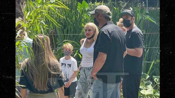 Gwen Stefani & Blake Shelton Hit the San Diego Zoo