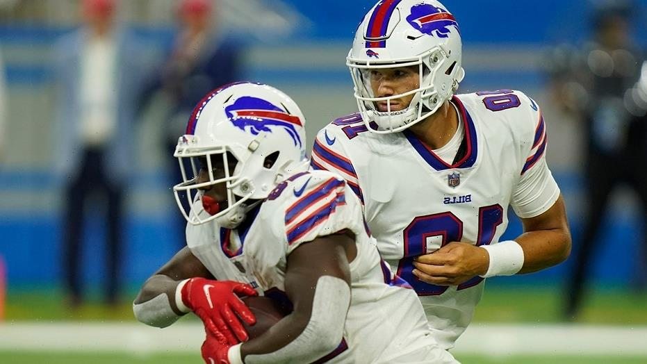 Mitchell Trubisky returns to Chicago as member of Bills, ex-teammate urges fans not to boo