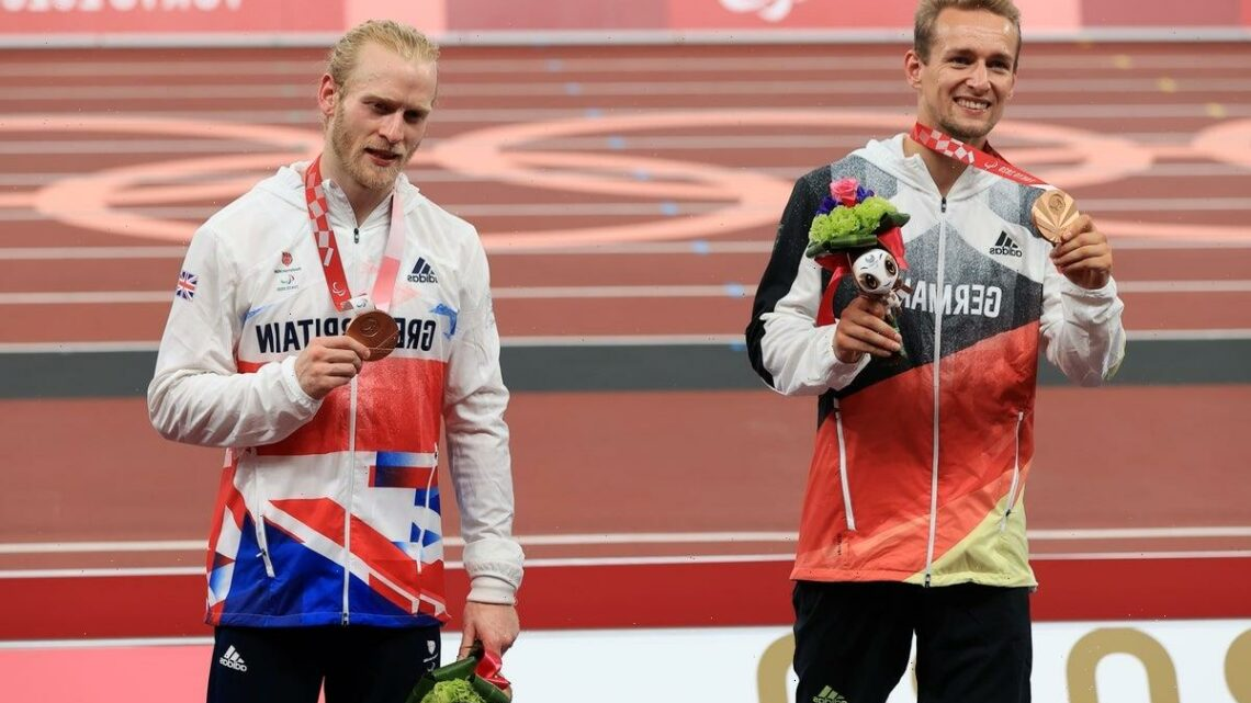 Paralympics: Jonnie Peacock shares bronze in spectacular T64 100m