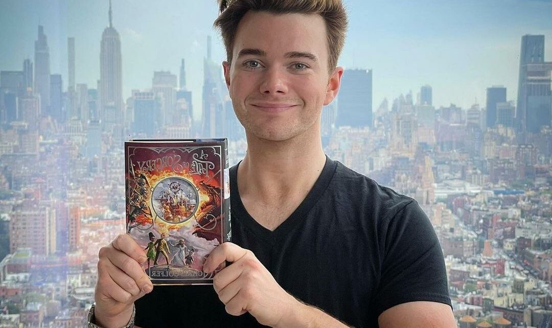 Chris Colfer saw a UFO during the day on Santa Monica Boulevard