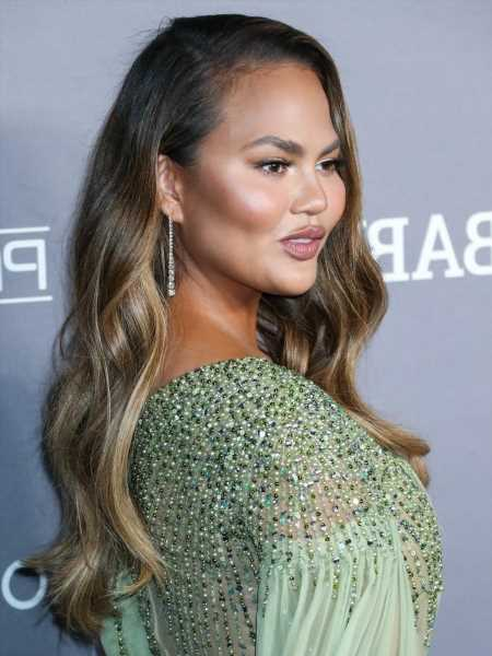 Chrissy Teigen had buccal fat removal on her face: was that all she did?